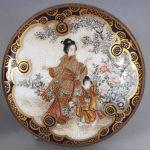 A SMALL GOOD QUALITY SIGNED JAPANESE MEIJI PERIOD KINKOZAN SATSUMA CIRCULAR EARTHENWARE BOX