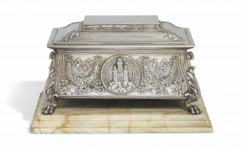AN EDWARD VII SCOTTISH SILVER FREEDOM CASKET